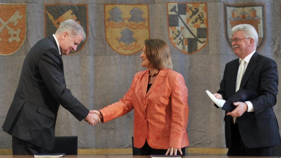 CSU und FDP unterzeichnen Koalitionsvertrag