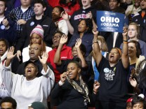 Crowd dances to Stevie Wonder at the University of Cincinnati during campaign event