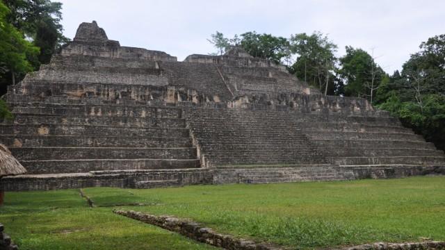 Die Caana-Pyramide in Caracol, der größten Maya-Stadt in Belize. Warum ist das Reich der Maya vor etwa 1000 Jahren zusammengebrochen?