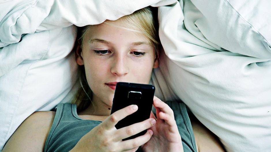 Jugendliche Jugendlicher Handy Smartphone Teenager Erziehung Tipps