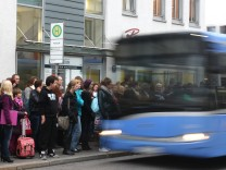 Großer Andrang auf Buslinie 160 in Pasing, 2011