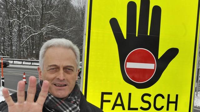 Ramsauer erwaegt Warntafeln gegen Falschfahrer