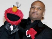 Kevin Clash mit Sesamstraßen-Figur Elmo