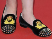 Schauspielerin Bonnie Wright mit Smoking Slippers
