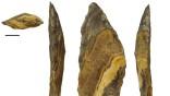 Eine etwa 500.000 Jahre alte Speerspitze aus der Ausgrabungsstelle Kathu Pan 1. Der Strich entspricht einem Zentimeter.