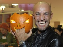 Celebrities Prepare Halloween Pumpkins