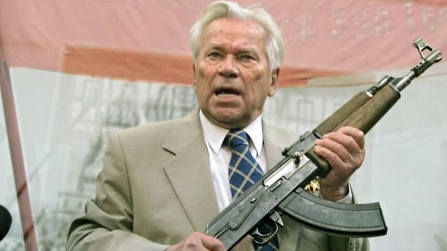 Waffenkonstrukteur Kalaschnikow feiert 60-jähriges Jubililäum der AK-47