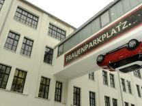 'Frauenparkplatz' in München