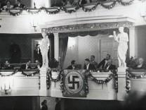 Hitler im Gärtnerplatztheater, 1937