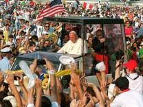 Ankunft von Papst Johannes Paul II. in Longchamp, 1997