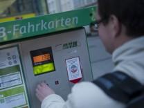 Pendler steigen wegen hoher Spritpreise auf Nahverkehr um