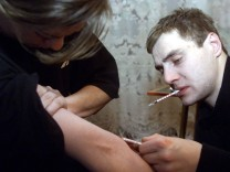 YOUNG MAN HELPS A YOUNG WOMAN TO INJECT HEROIN IN ZHUKOVSKY