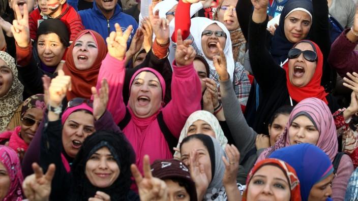 Opposition rally over Morsi decrees in tahrir