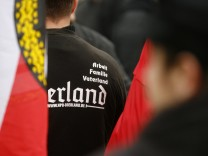 Justizministerin sieht Risiken bei erneutem NPD-Verbotsverfahren