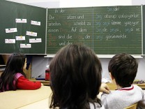 Zeitung: Schroeder fuer mehr tuerkische Schulen in Deutschland