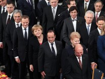 Werner Faymann, Donald Tusk, Angela Merkel, Francois Hollande, Boyko Borissov, Latvian Prime Minister Valdis Dombrovskis,  Francois Hollande, Dalia Grybauskaite, Traian Basescu, Robert Fico, Mariano Rajoy, Elio Di Rupo, Mario Monti,  Jyrki Katainen, Helle
