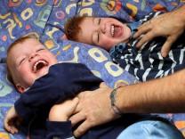 Lachen, Niesen, Kitzeln, Curious Behavior von Robert Previne