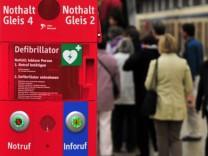 Sicherheit DB U-Bahn Muenchen Notruf Defibrillator