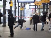 Staatsanwaltschaft: Polizei fasst zwei Maenner nach Bombenalarm