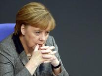 Bundeskanzlerin Angela Merkel gibt Regierungserklärung zum EU-Gipfel im Bundestag ab