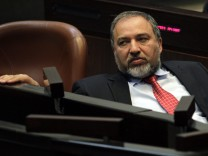 Avigdor Lieberman resigns as indicted for fraud and breach of tru
