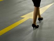 Frauen Karriere Frauenförderung Elternzeit Elterngeld