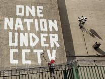 Protest-Graffito von Banksy gegen Videoüberwachung/CCTV in Großbritannien