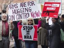 Demonstration für schärfere Waffengesetze nach dem Amoklauf von Newtown in den USA