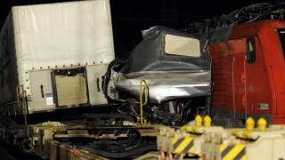 Unfall auf Bahnübergang - Güterzüge rammen Linienbus
