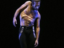 Israel Galvan ist der Choreograph des Tanz-Musik-Dramas 'Lo Real/Le Réel/The Real'. Er selbst tanzt die Hauptrolle.