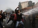 Indische Polizei geht mit Wasserwerfern gegen Demonstranten vor