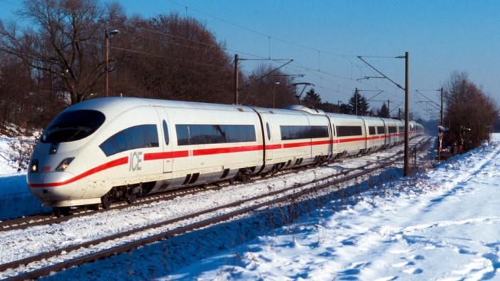 ICE 3 bei Fürth im Winter