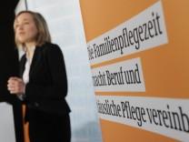 Kristina Schröder informiert über Familienpflegezeit