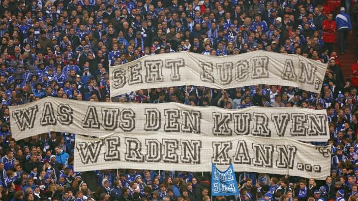 Kampagne 12 12 Im Deutschen Fussball Fans Beenden