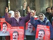 Kurden demonstrieren in Berlin für Abdullah Öcalan; dpa