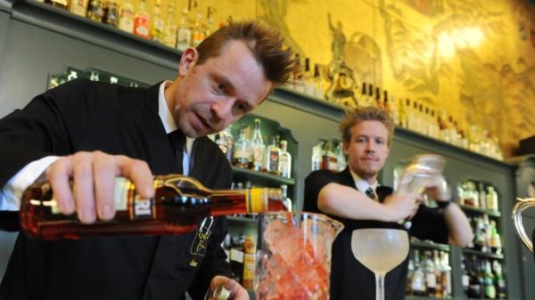 Bartender Klaus Stephan Rainer in München, 2012