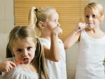 Kinder Kind Zähneputzen Tipps Erziehung Kinderzahnarzt Kinderzahnärztin Rat Zähneputzen