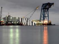 """Bergung der """"Costa Concordia"""" geht schleppend voran"""