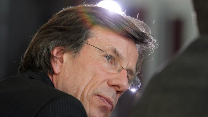 Uni Bayreuth zu Doktorarbeit von Guttenberg
