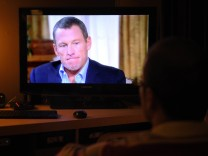 TOPSHOTS-US-CYCLING-ARMSTRONG-APOLOGY