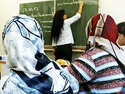 Tuerkische Gymnasien Deutschland Merkel Erdogan, AP