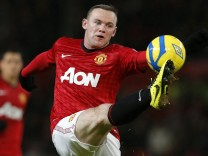 Manchester United's Rooney stretches for the ball during their FA Cup fourth round soccer match against Fulham at Old Trafford in Manchester