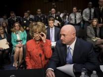 Gabrielle Giffords, NRA, Waffenrecht, USA, US-Senat