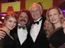 Leslie Mandoki mit Tochter Lara und Edmund Stoiber mit Tochter Constanze