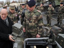 FRANCE-POLITICS-DEFENCE-ARMY-LE DRIAN