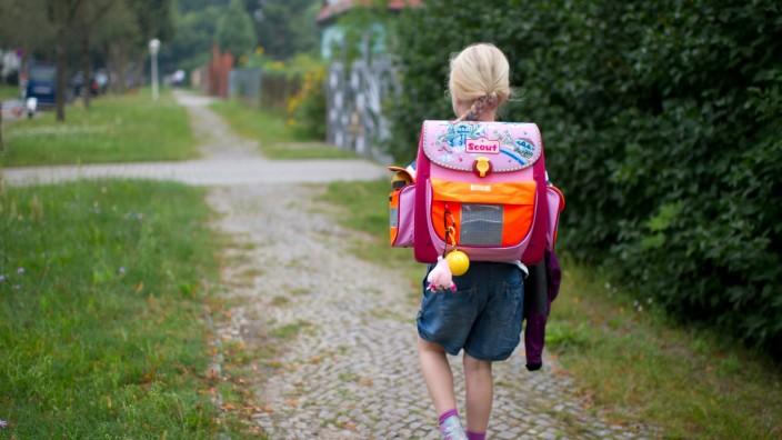 Überwachung Kindererziehung