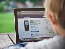 Jugendliche Kinder Computer Handy Überwachung