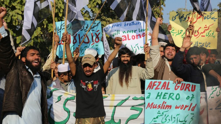 People protest execution of Kashmiri militant in Indian jail