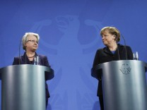 German Chancellor Merkel and Education Minister Schavan make a statement in Berlin