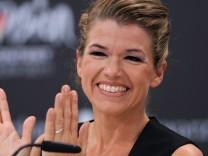 Anke Engelke moderiert den Eurovision Song Contest.